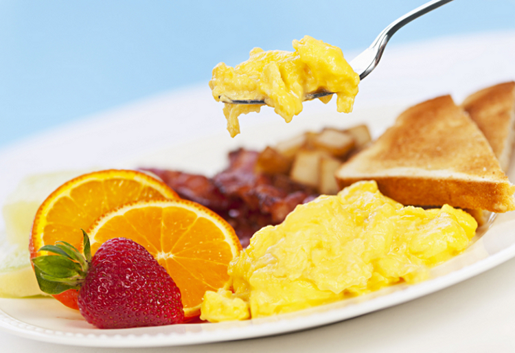I salen åtnjuter ni vår goda frukostbuffé