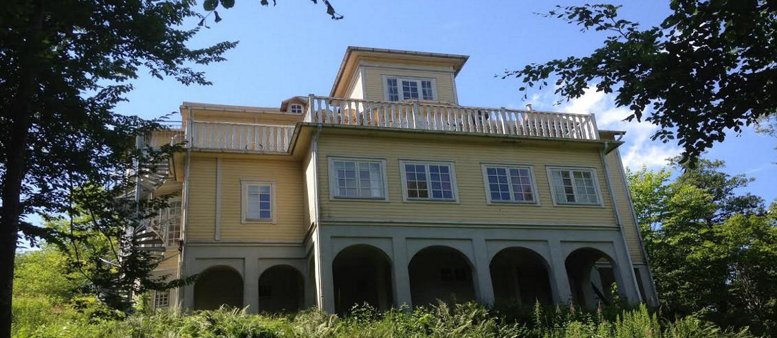 Bo mitt i naturen, men ändå centralt på Villa Liljenborg i Jämshög